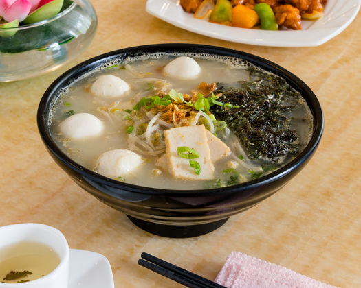 Chiu Chow Style Rice Noodle With Seaweed And Fish Balls