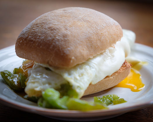Peppers and egg sandwich